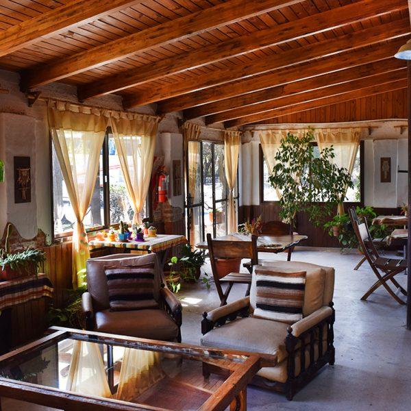 SUM. Podes elegir desayunar aquí, en tu habitación o en la galería de la misma. Espacio de reunión y socialización